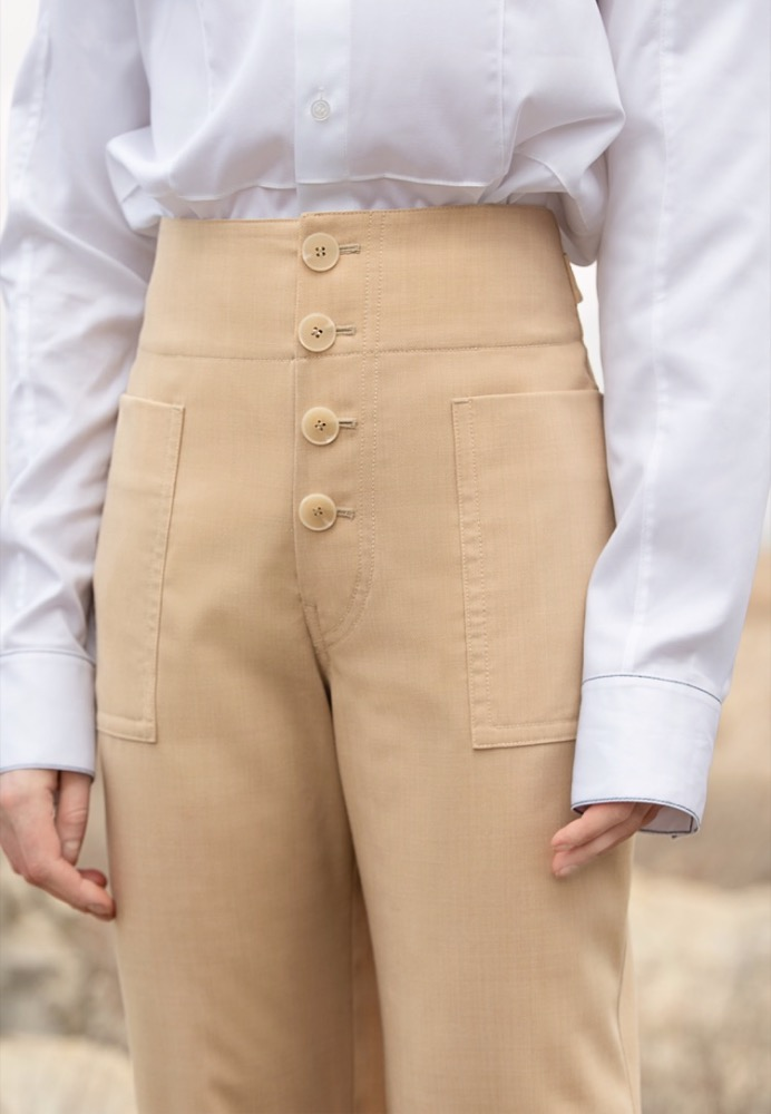 BUTTON CROPPED TROUSERS(BEIGE)